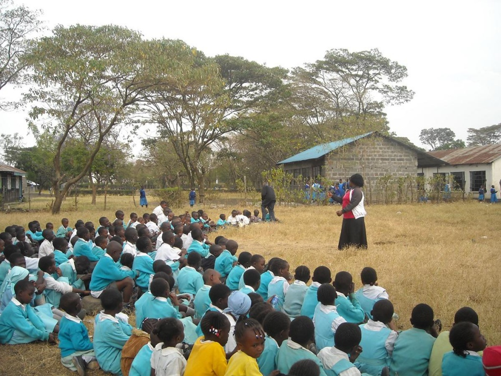 Teaching English in Africa.http://www.projects-abroad.ca/volunteer-projects/teaching/teaching-english-and-other-subjects/volunteer-kenya/
